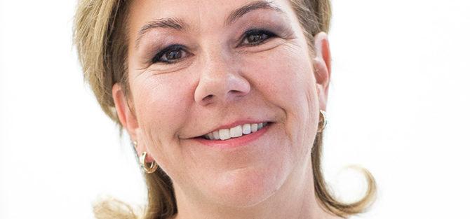 Angela SpiesFriseurin mit Spezialisierung auf Haar- und Kopfhautpflegen
