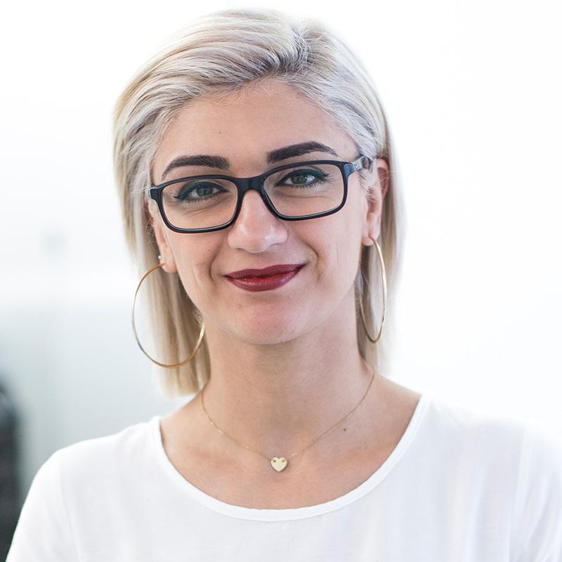 Ninva Dockendorff Friseurin mit Spezialisierung auf dekorative Kosmetik